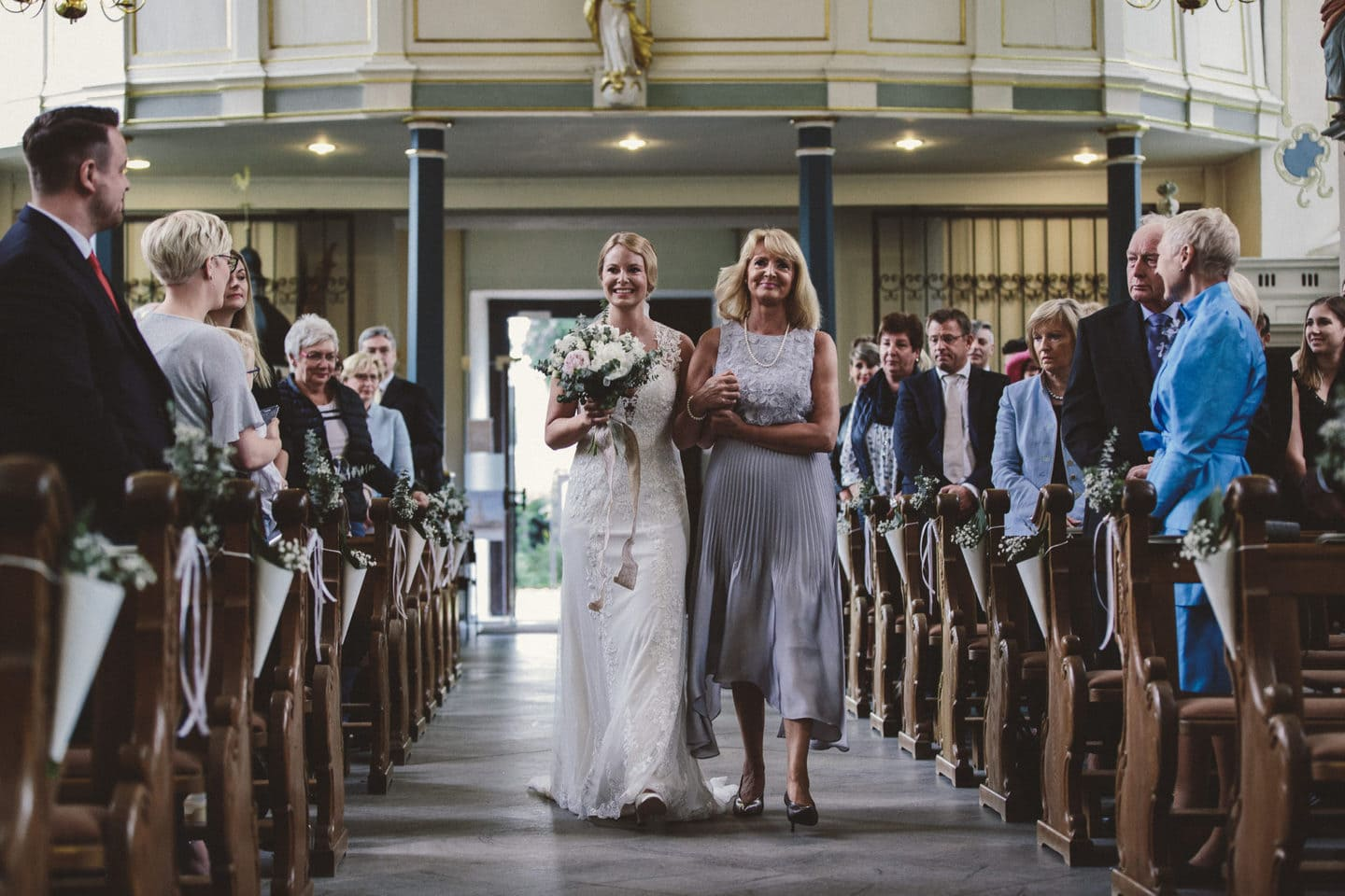 When your mother walks you down the aisle - Hochzeitsfotograf Hamburg