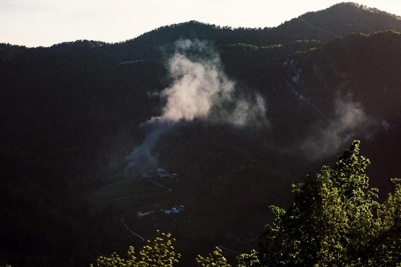 Rauchende Landschaft in Slowenien