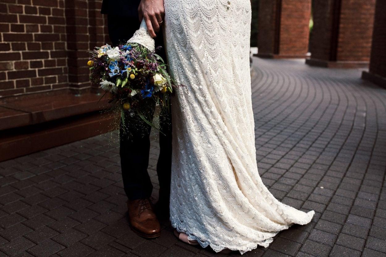 Hochzeitskleid der Braut am Planetarium in Hamburg