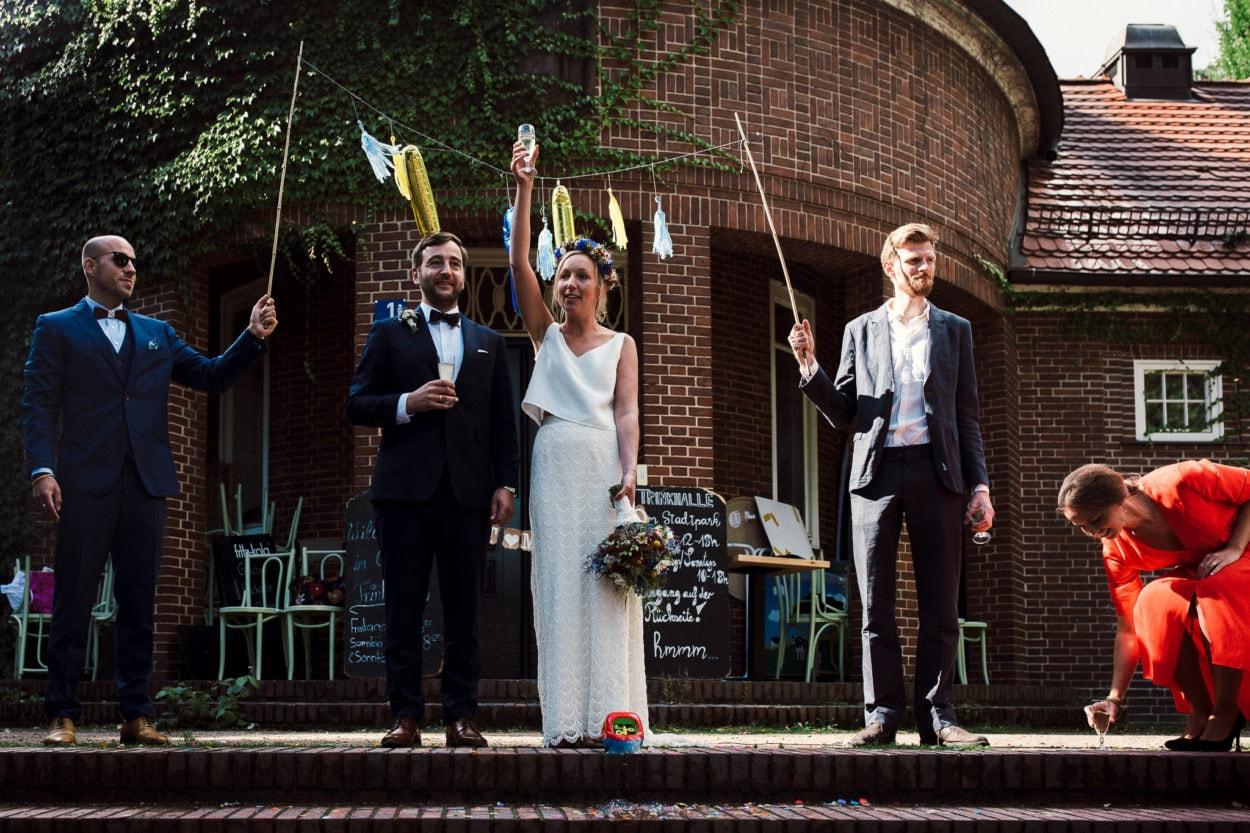 Empfang des Hochzeitspaares an der Trinkhalle in Hamburg