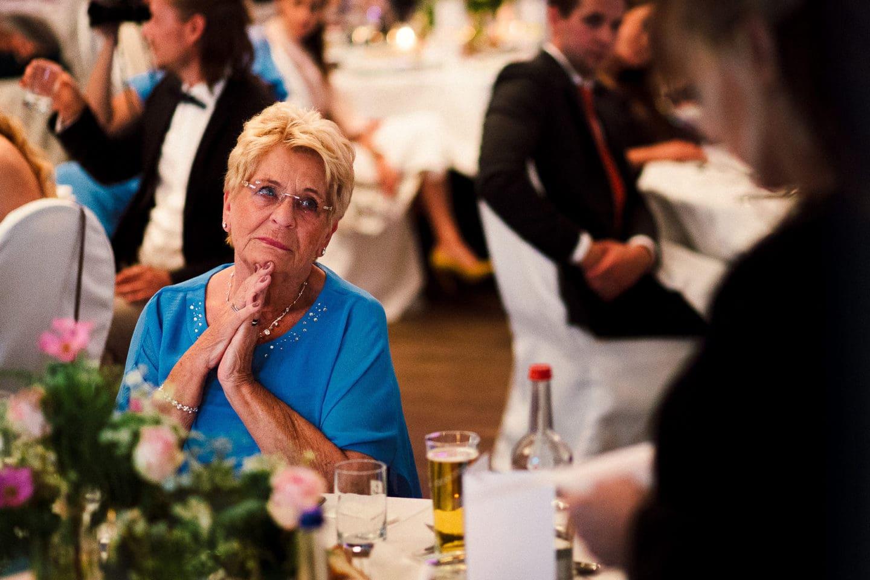 gerührte Oma der Braut im Zollenspieker Fährhaus