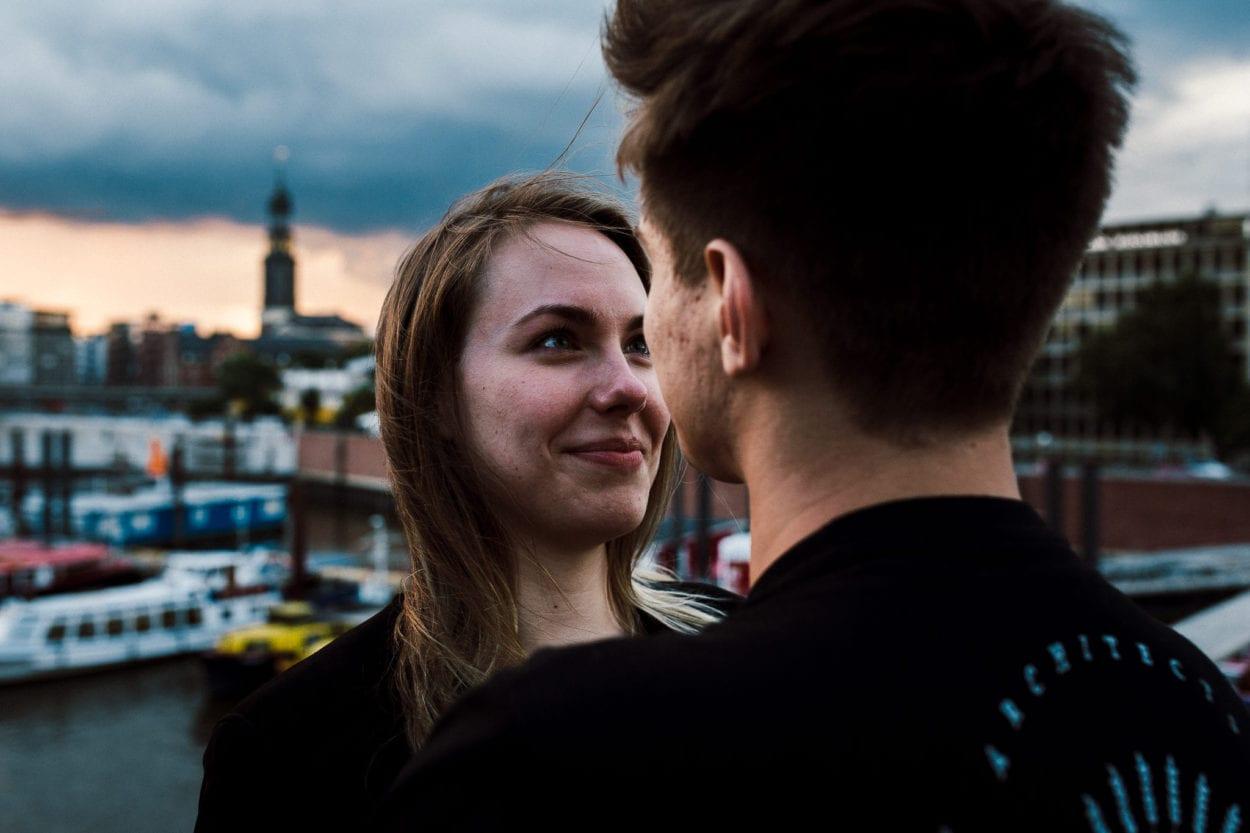 verliebte Blicke in der Speicherstadt