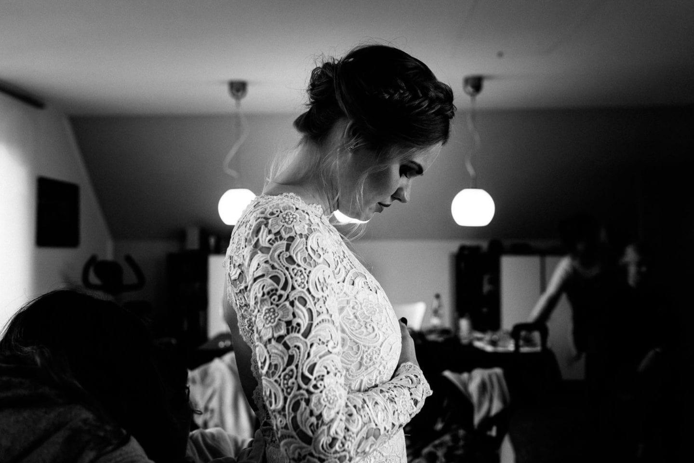Braut in Hochzeitskleid