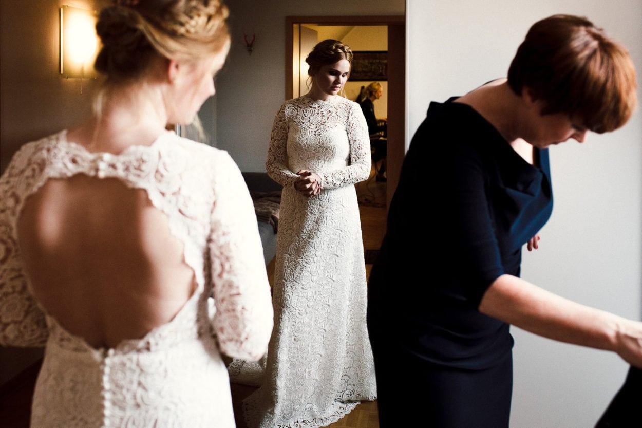 eine in sich gekehrte Braut