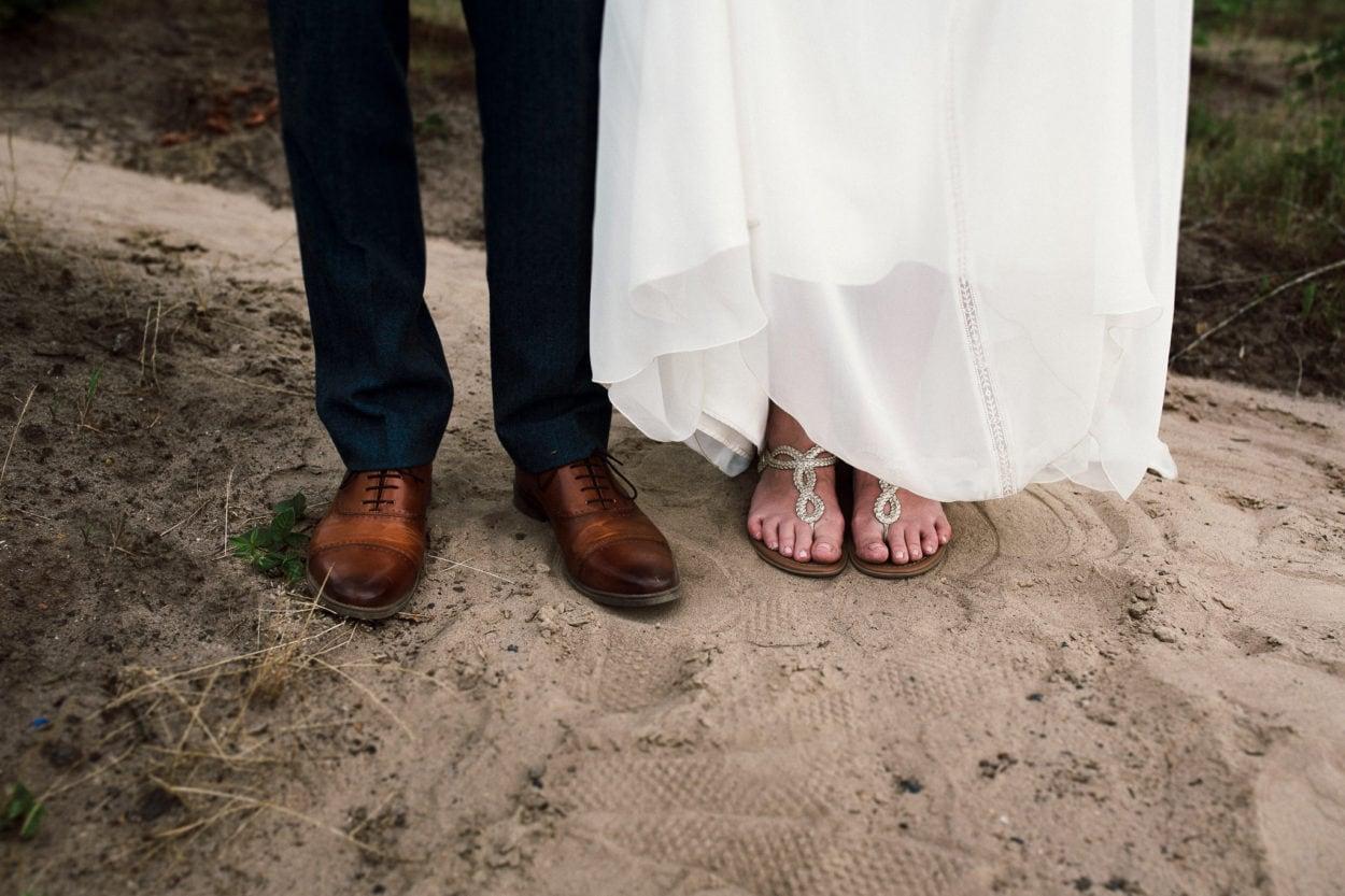 Füße des Hochzeitspaares