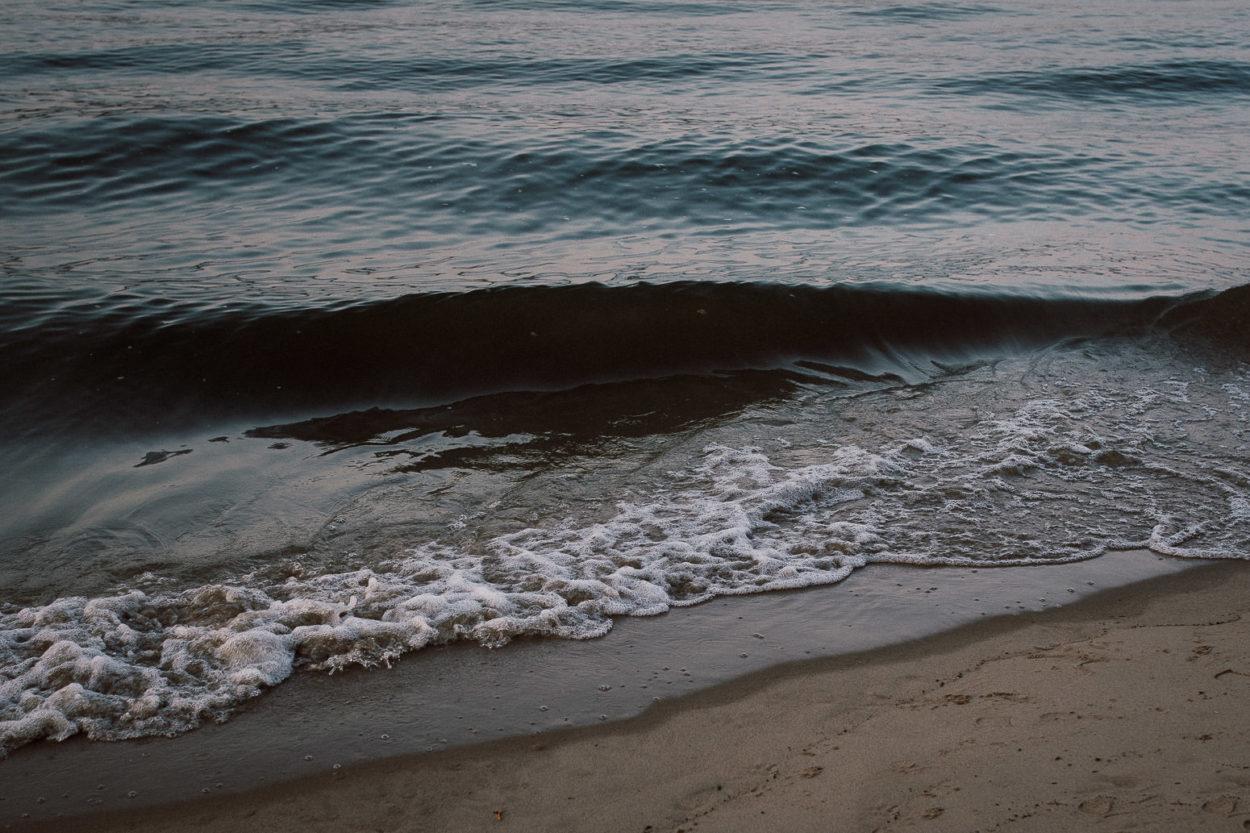 eine Welle am Elbstrand
